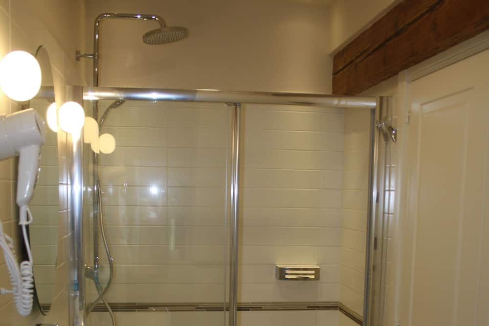 Classic Double Room, Private Bathroom - Bathroom Shower