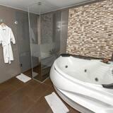 Номер-люкс категорії «Senior», 1 ліжко «кінг-сайз», з видом на місто - Ванна кімната