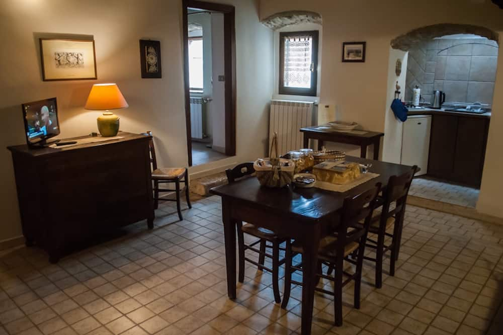 Classic Apartment, 1 Bedroom, Kitchenette - In-Room Dining