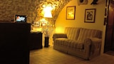 Book this Parking available Hotel in Santo Stefano di Sessanio
