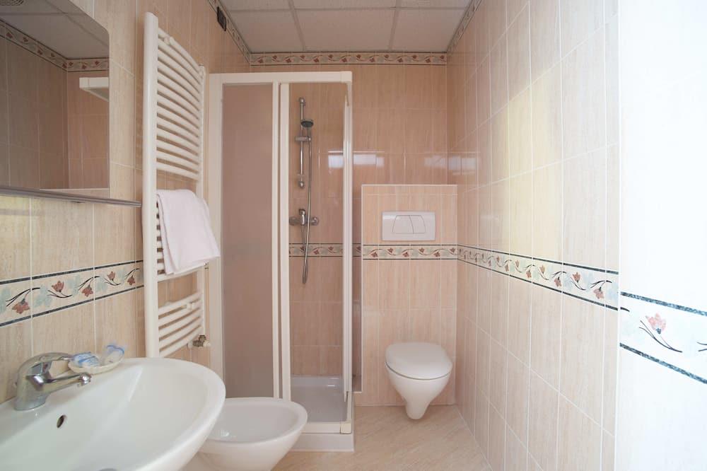 Classic-dobbeltværelse - søudsigt - Badeværelse