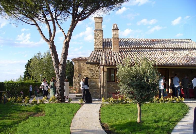 Borgo San Fortunato, Assisi, Property Grounds