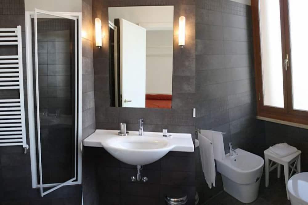 Standard Double Room, Shared Bathroom - Bathroom Amenities