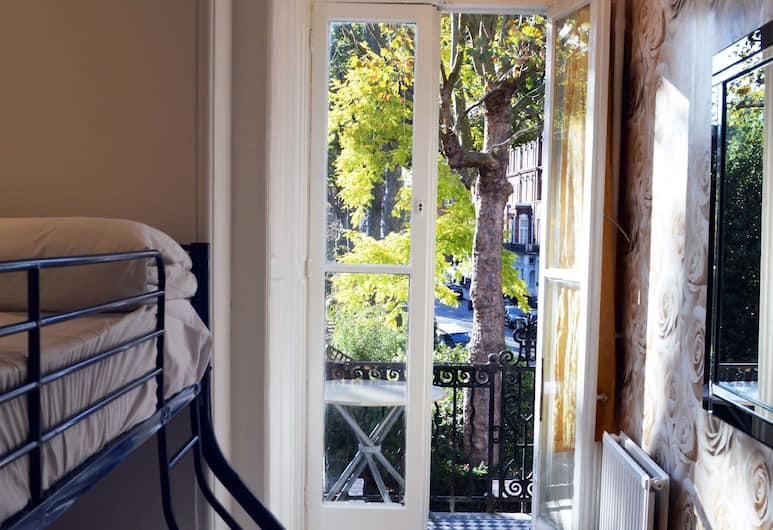 Barkston Rooms Earl's Court, London, Twin Room, Shared Bathroom, Guest Room View