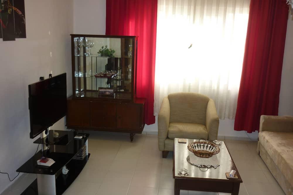 Comfort Apartment, 2 Bedrooms, Kitchen, City View - Living Area