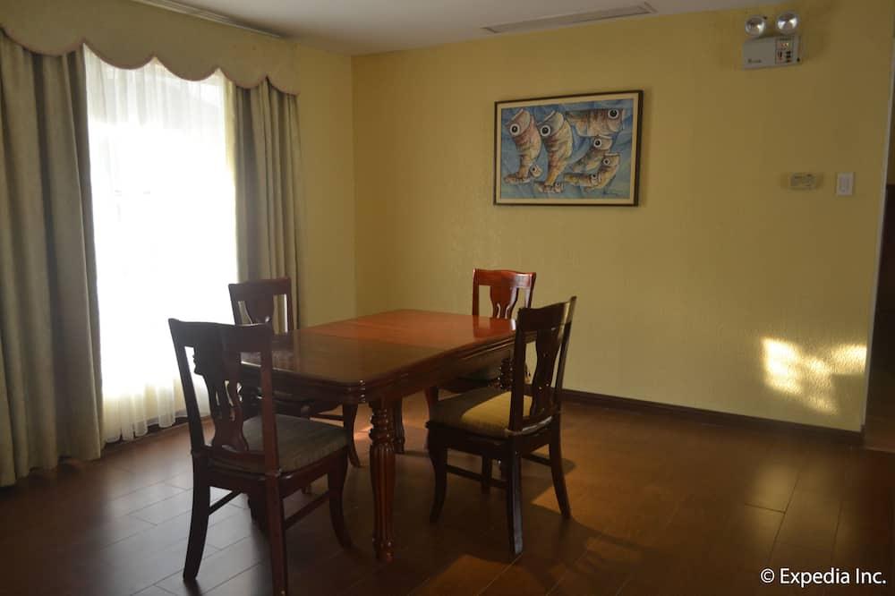 Standard Villa, 2 Bedrooms, Private Pool - In-Room Dining