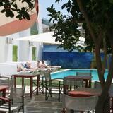 Μπαρ δίπλα στην πισίνα