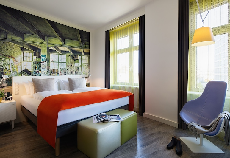Hotel Indigo Berlin – Ku'damm, Berlin, Standard Room (Bed type assigned upon arrival), Guest Room
