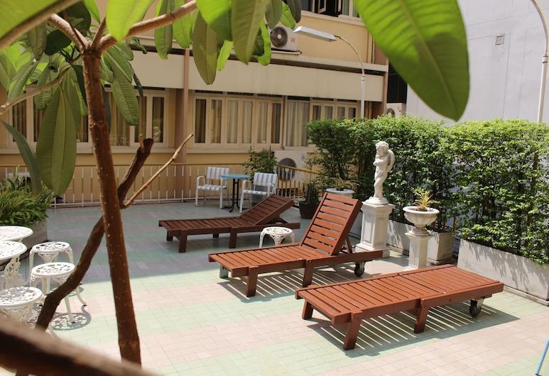 Miami Hotel, Bangkok, Sundeck