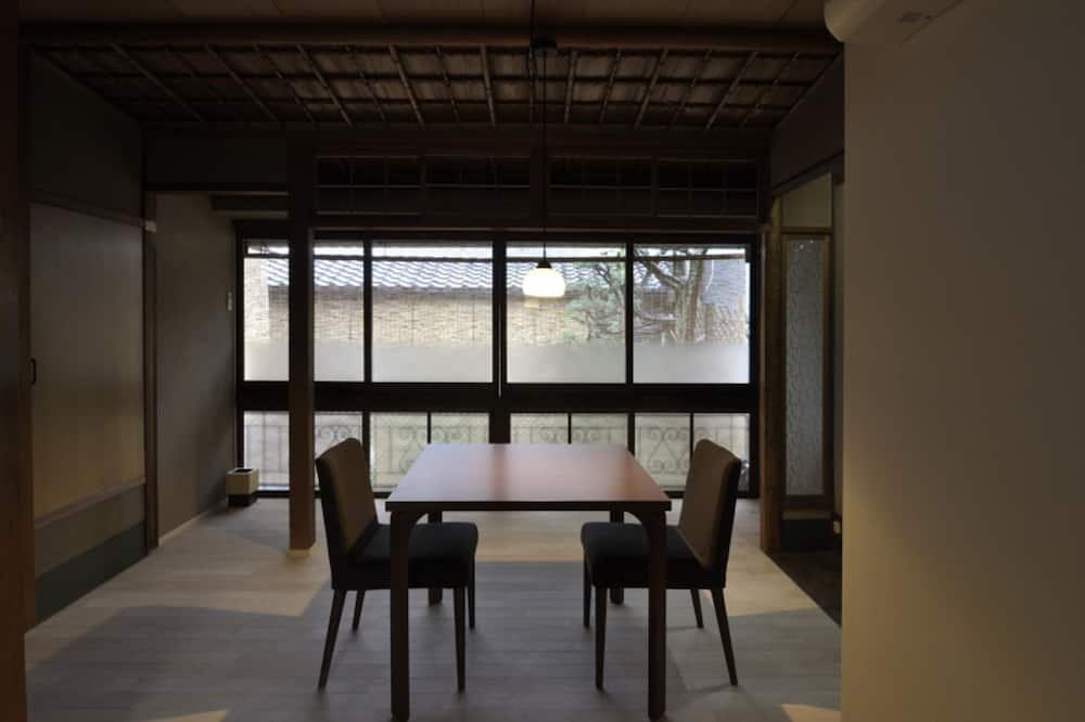 Traditional-Zimmer (Deluxe Japanese Western, 40sqm -Yuu-) - Essbereich im Zimmer