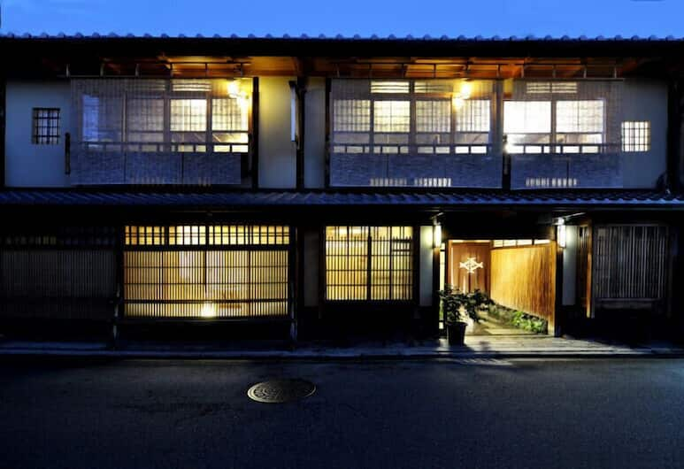 Traditional Kyoto Inn serving Kyoto cuisine IZUYASU, Kyoto, Hotel Front – Evening/Night