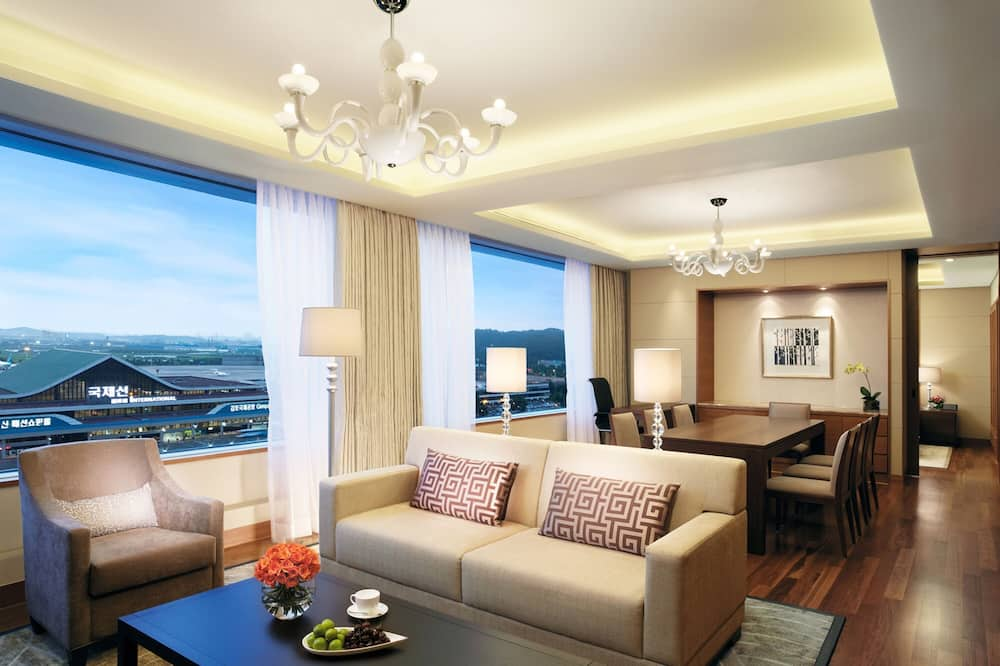 Premier Suite Double, Airport View - Vardagsrum