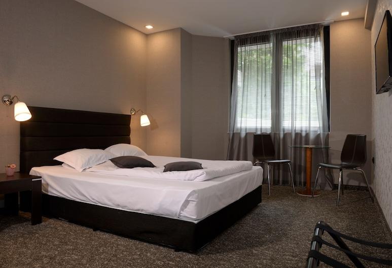 St. George Hotel, Sofia, Economy Double Room, No Balcony, Gjesterom