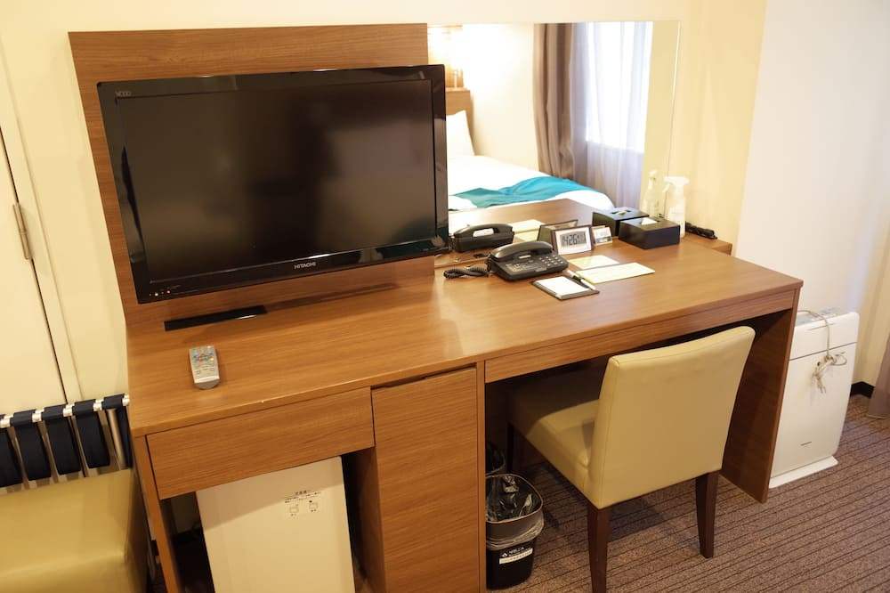 Standard Two Single Beds - Non Smoking - Living Area