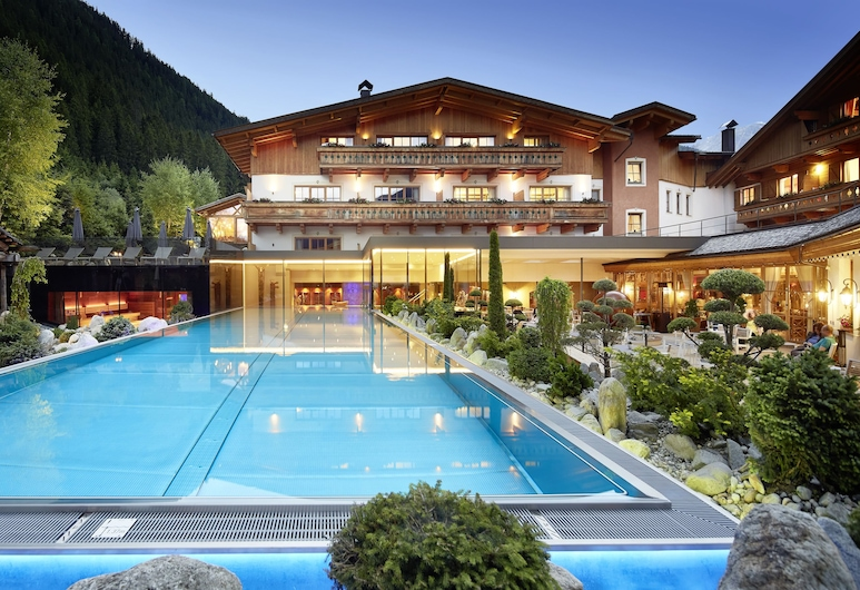 Hotel Quelle Nature Spa Resort, ヴァッレ ディ カジーエス, 中庭