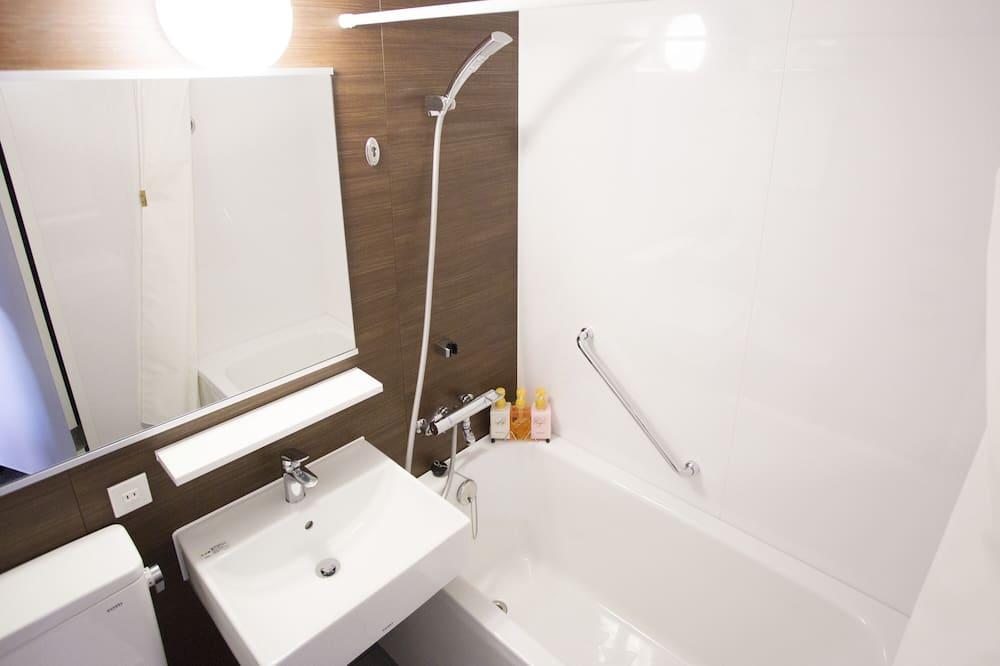 Superior Twin Room, 2 Bedrooms, Smoking (Bed size 120cm) - Bathroom