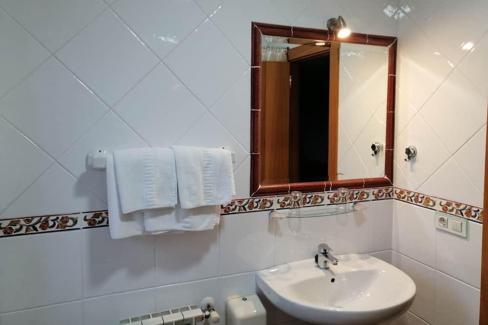Μονόκλινο Δωμάτιο, Ιδιωτικό Μπάνιο - Μπάνιο