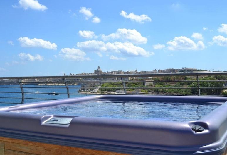 Pebbles Boutique Aparthotel, Sliema, Luxury Penthouse, 3 Bedrooms, Sea View, Sea Facing, Teres/Laman Dalam
