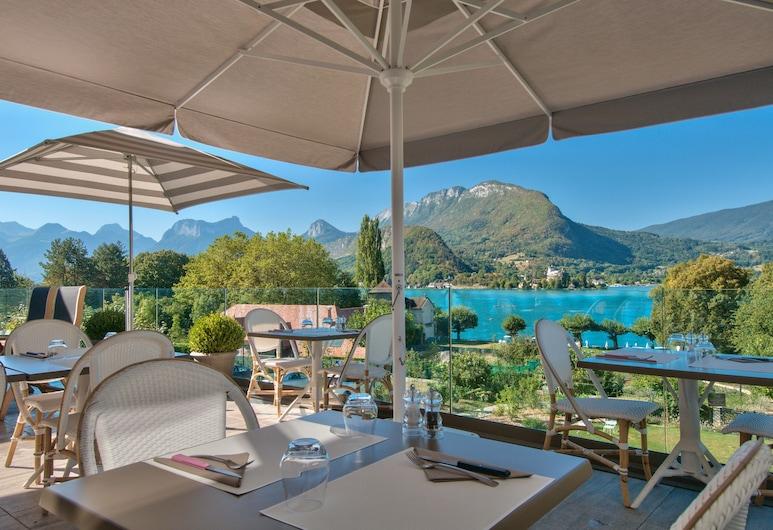 Hotel Beau Site , Talloires-Montmin, Γεύματα σε εξωτερικό χώρο