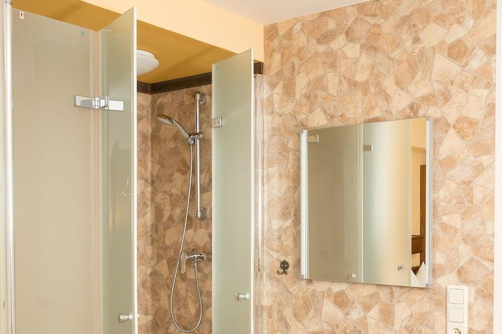 エコノミー ダブルルーム 専用バスルーム - バスルーム
