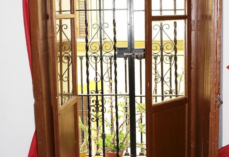 Hostal San Lorenzo, Σεβίλλη, Basic Τρίκλινο Δωμάτιο, Ιδιωτικό Μπάνιο, Περιοχή καθιστικού