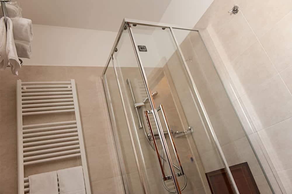 Standard Üç Kişilik Oda, Dağ Manzaralı - Banyo Duşu