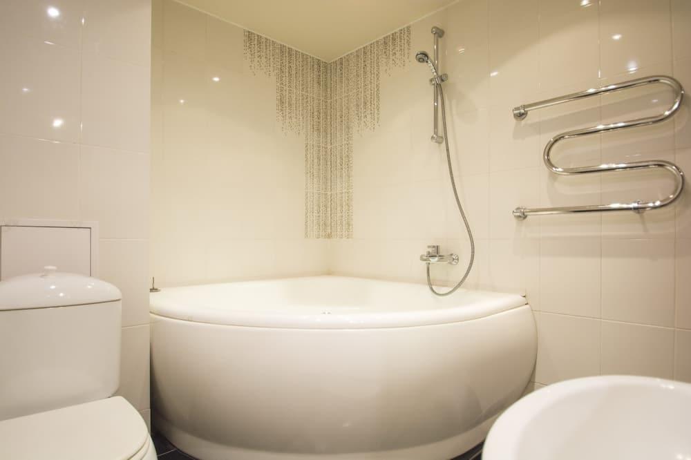 Апартаменти категорії «Комфорт», 1 спальня, ванна з гідромасажем - Приватна спа-ванна