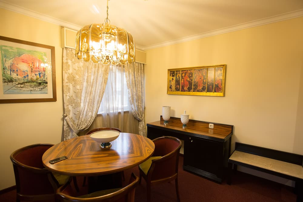Deluxe Penthouse, 1 Bedroom - In-Room Dining