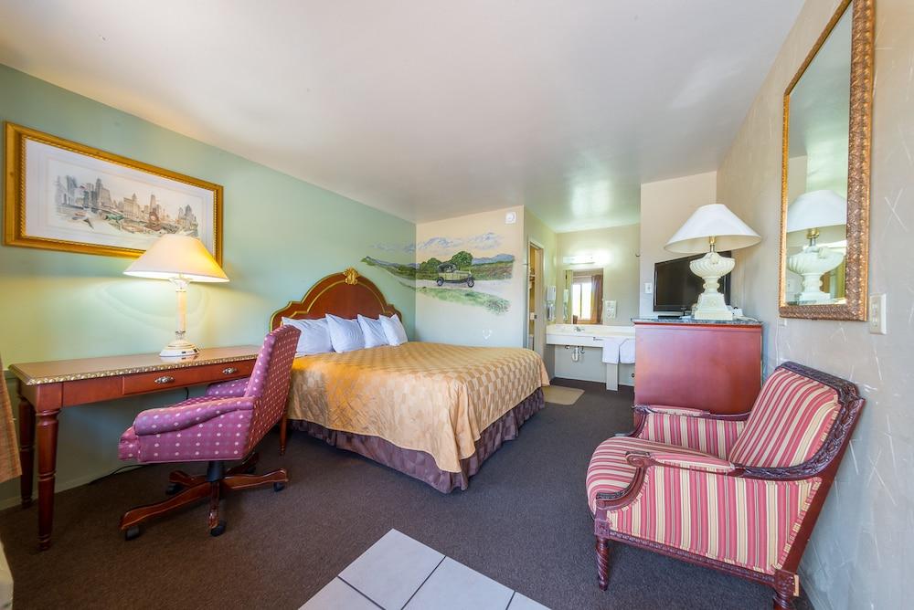 Americas Best Value Inn   The Legends Inn, Junction
