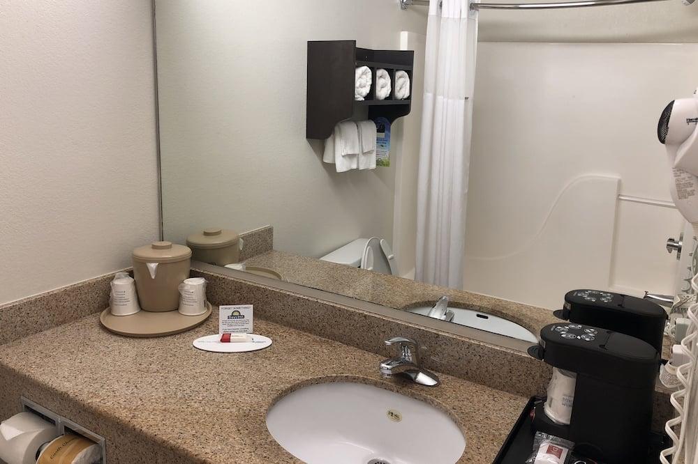 Phòng Tiêu chuẩn, 2 giường cỡ queen - Phòng tắm
