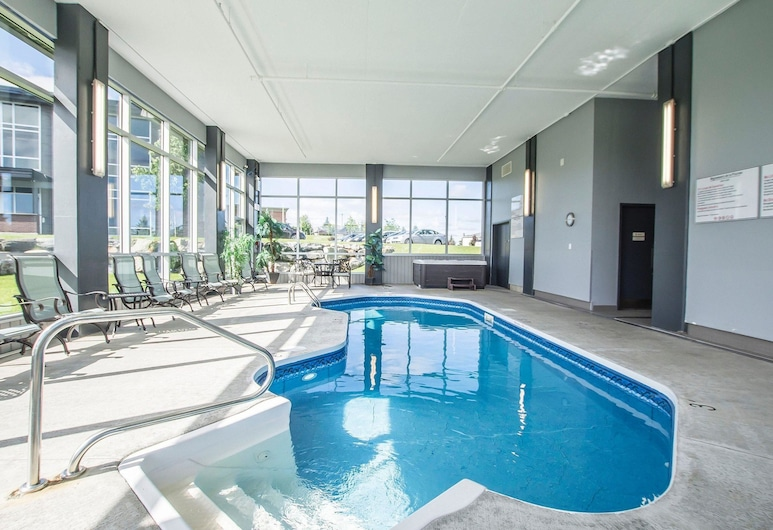 Quality Inn & Suites Victoriaville, Victoriaville, Pool