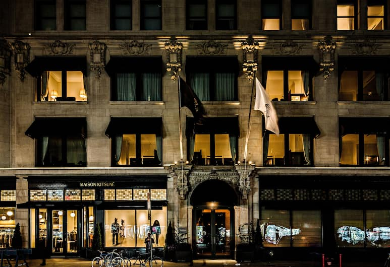 The NoMad Hotel, New York, Hotellets facade - aften/nat