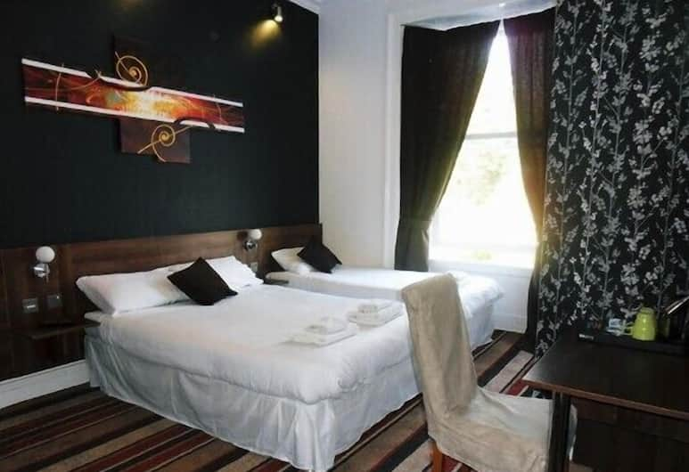 Blossom Guest House, Edinburgh, Family Quad Room for 2 adults and 2 children, Guest Room