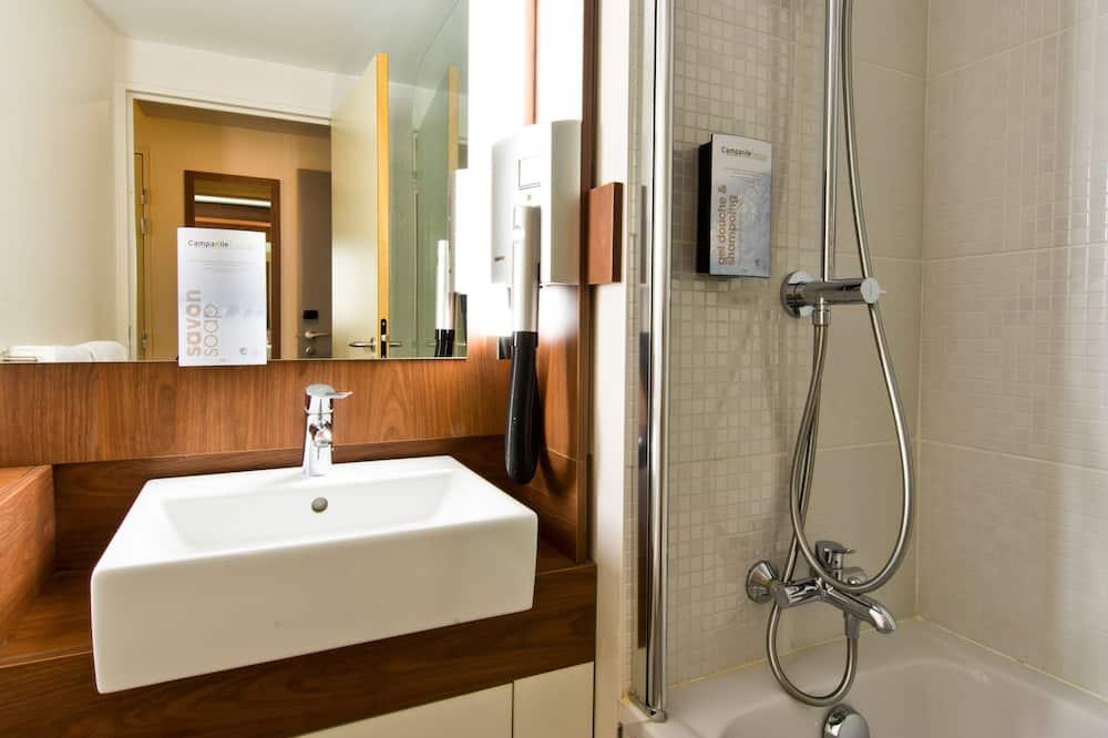 Next Generation, Room, Multiple Beds - Bathroom