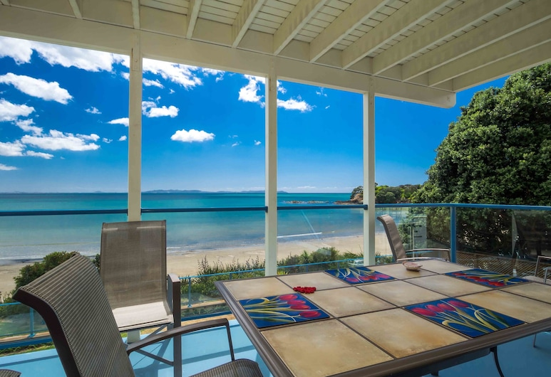 By the Bay Beachfront Apartments, Coopers Beach, Willawong Beach, 4 bedrooms and 3 bathrooms Apartment , Terrace/Patio