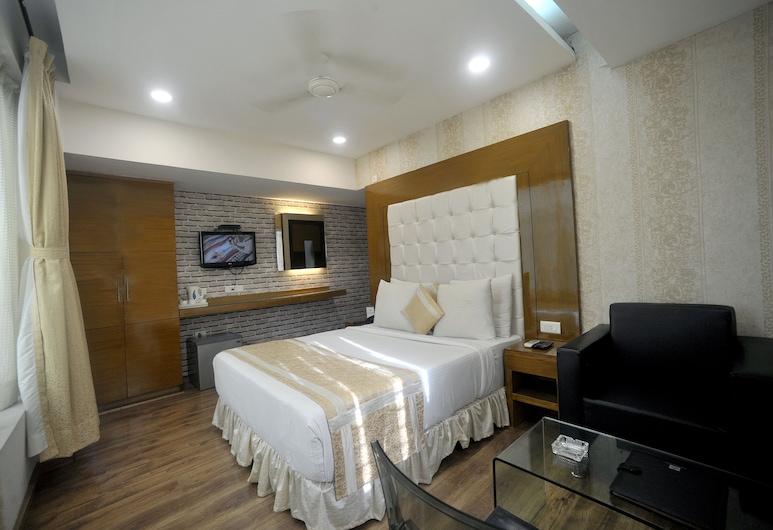 Hotel Lee International, Kolkata, Deluxe Room, Smoking, Refrigerator, Living Area