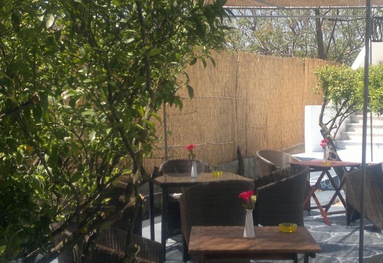 卡爾米克概念旅館, 羅德島, 室外用餐