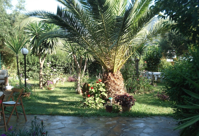 Villa Avra, Κέρκυρα, Κήπος