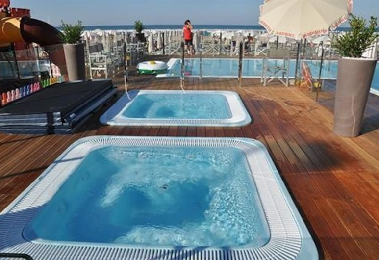 D-Place Hotel & Suite, Ριτσιόνε, Εξωτερική μπανιέρα υδρομασάζ