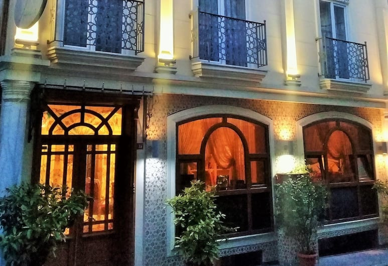 Muyan Suites, Istanbul, Hotel Front – Evening/Night