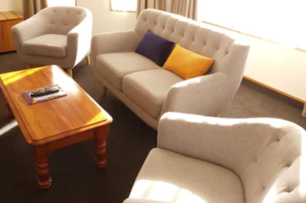Семейная студия, 1 двуспальная кровать «Кинг-сайз» - Зона гостиной