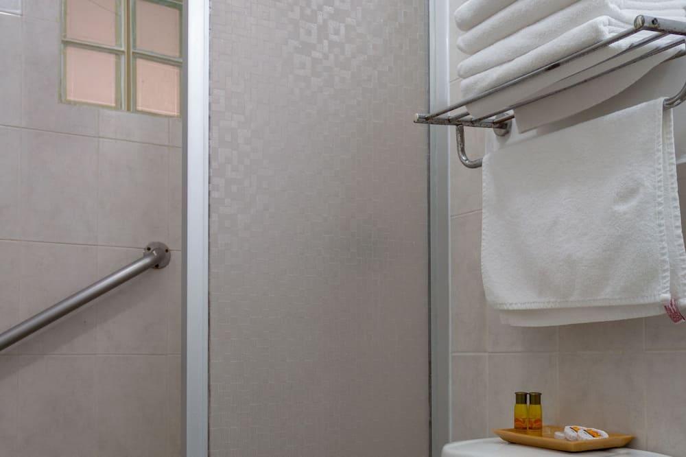 Standard Tek Büyük Yataklı Oda, 2 Çift Kişilik Yatak - Banyo
