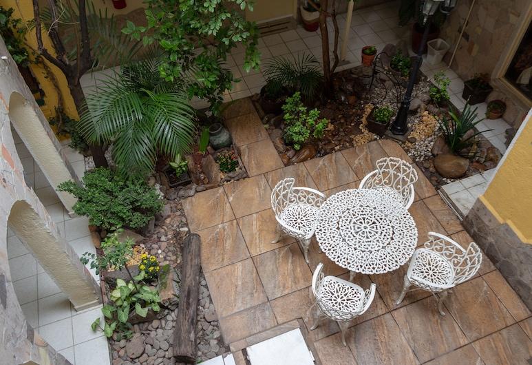 Pequeno Gran Hotel, אגואס קליינטס, גינה