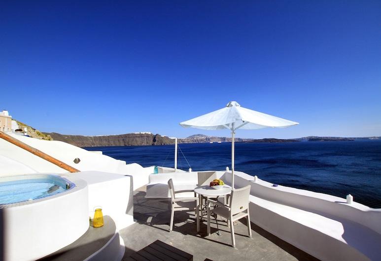 Prime Suites, Santorini, Suite – honeymoon (Private Indoor or Outdoor Hot Tub), Terrasse/veranda
