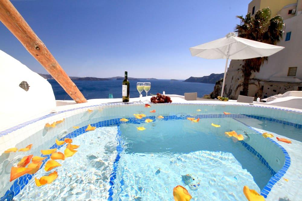 Suite – honeymoon (Private Indoor or Outdoor Hot Tub) - Gjesterom