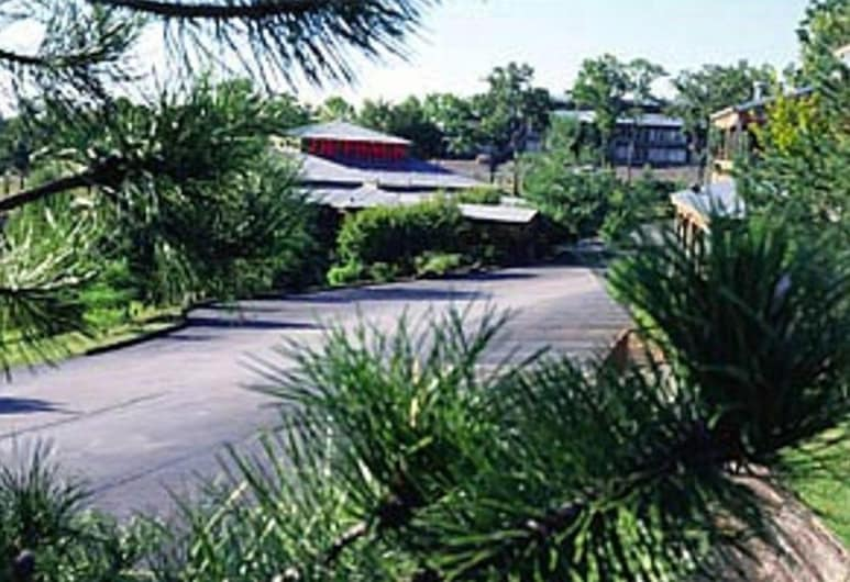 Outback Roadhouse Motel & Suites, Branson, Property Grounds