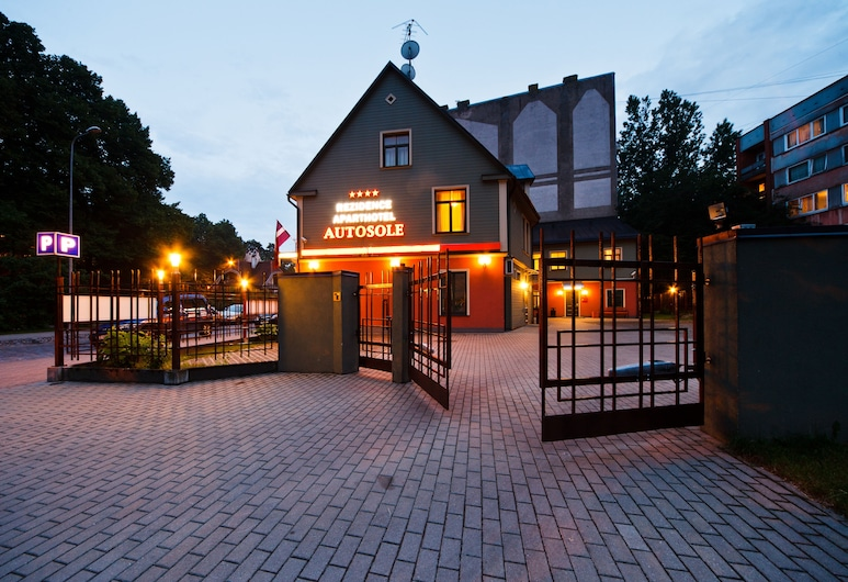 Aparthotel Autosole Riga, Riga, Hotel Front – Evening/Night