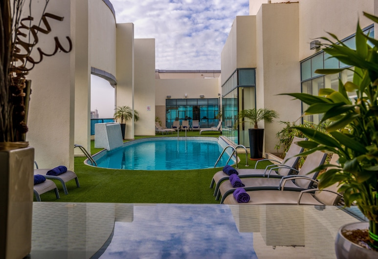First Central Hotel Suites, Dubai, Pool