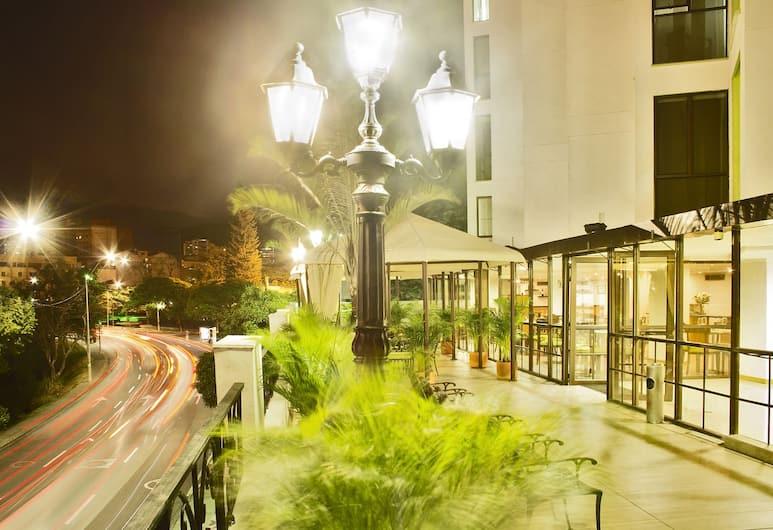 Cosmos Cali, Cali, Voorkant hotel - avond/nacht