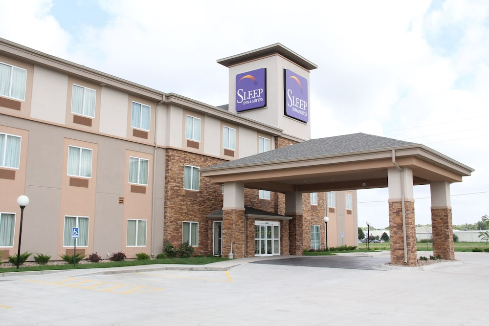 Sleep Inn And Suites Haysville Hotel Front